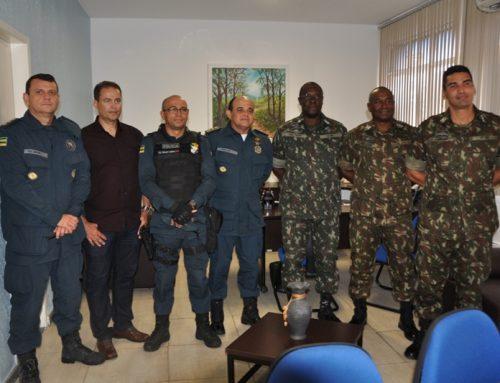 Comitiva de oficiais da 6ª Região do Exército realiza visita institucional à Polícia Militar