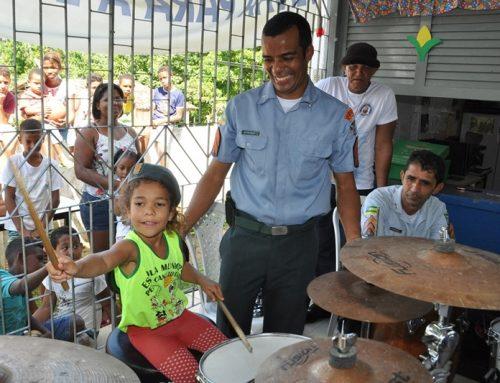 Galeria de imagens do Projeto Polícia Cidadã com o Proerd e a Banda de Música na Escola Municipal Prof. Pedro Canuto em Laranjeiras
