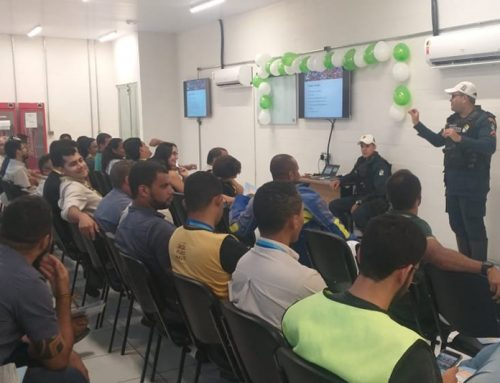 CPTran ministra palestra sobre violência no trânsito para funcionários de distribuidora de bebidas