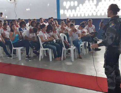Polícia Militar ministra palestra em seminário na Paróquia de Santa Rosa de Lima