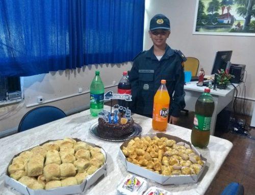 Garoto que sonha em ser policial militar comemora aniversário com integrantes do 6º Batalhão